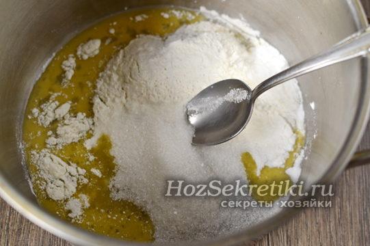 смешать сухие ингредиенты с яйцом