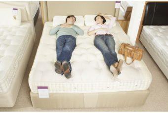 Как правильно выбрать матрас для двуспальной кровати: виды матрасов, какой лучше
