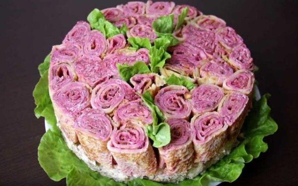 Салат из курицы с грибами и грецким орехом «Праздничные розы»