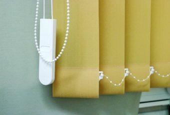Как постирать вертикальные жалюзи в домашних условиях: стирка в машинке, вручную, как снять ламели