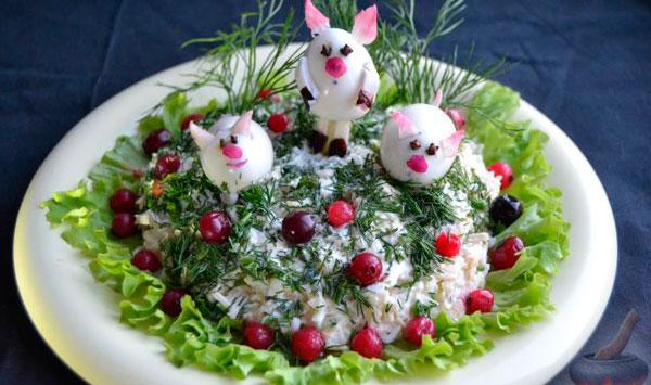 Новогодний салат Три поросенка