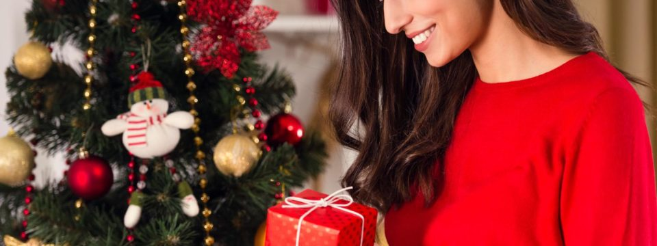 Недорогие и оригинальные подарки подруге на Новый год