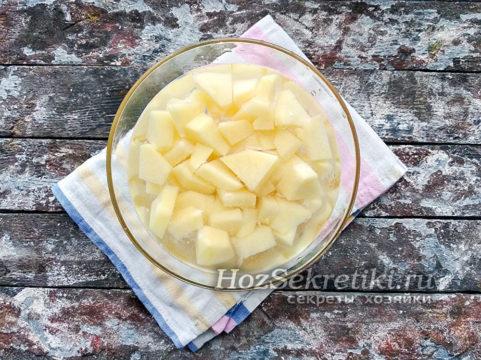 картофель почистить и нарезать