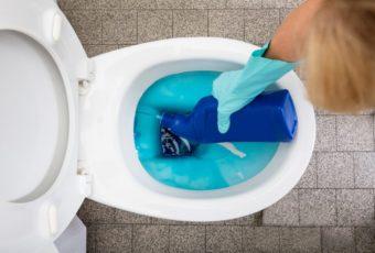 Чем отмыть ржавчину в унитазе в домашних условиях, как быстро избавиться от желтых подтеков