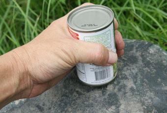 Жестяная и стеклянная консервная банки: как открыть открывалкой и без