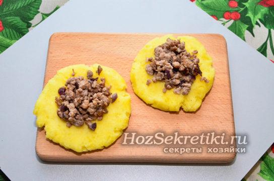 в лепешку из картофеля положить начинку