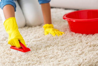 Как быстро и качественно почистить ковёр в домашних условиях