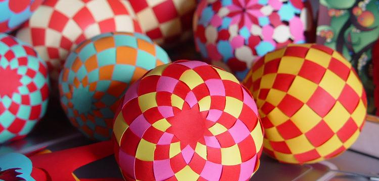 Новогодние объемные шары из бумаги своими руками