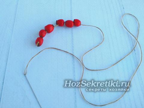 ягоды собрать на нитку