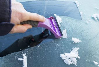 Царапины на стекле автомобиля: причины, как избавиться в домашних условиях,