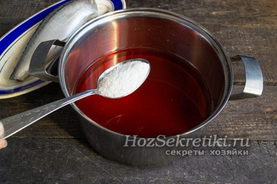 насыпать в отвар соль