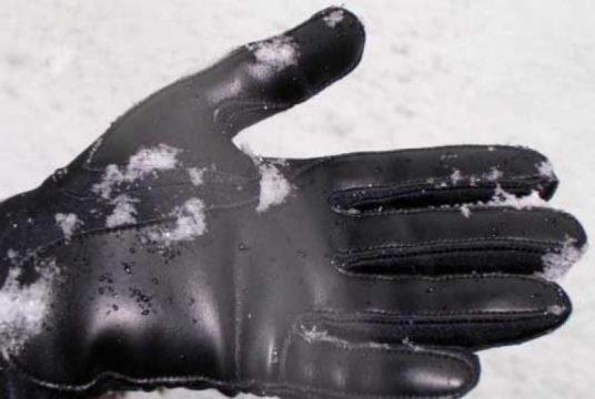 Уход за белой кожей перчаток