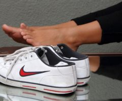 Как избавиться от запаха в кроссовках быстро в домашних условиях: эффективные простые методы