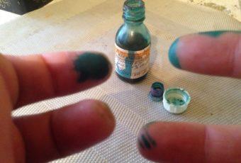 Способы, позволяющие быстро отмыть зелёнку с кожи рук и лица