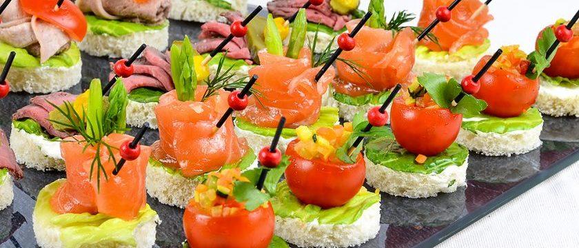Бутерброды на шпажках на праздничный стол: рецепты с фото простые и вкусные
