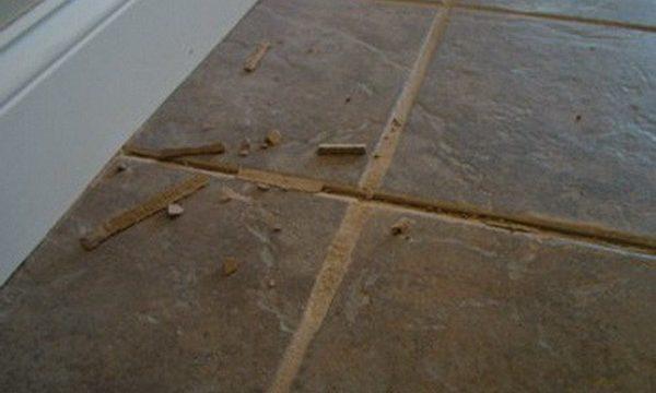 Как убрать старую затирку из швов плитки: способы очистки, реставрация
