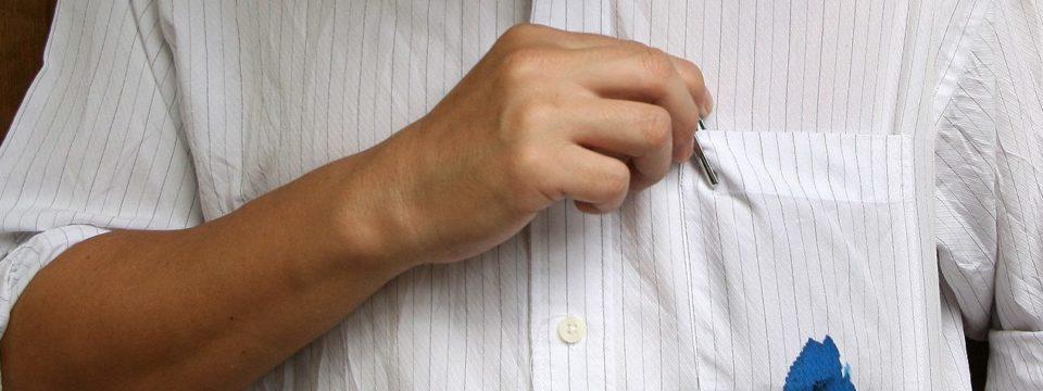 Чем отстирать чернила от шариковой ручки с одежды в домашних условиях