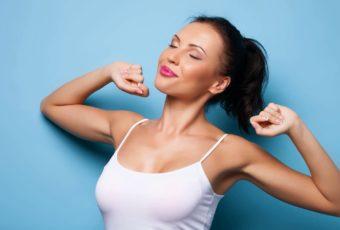 Как избавиться от запаха пота под мышками самостоятельно
