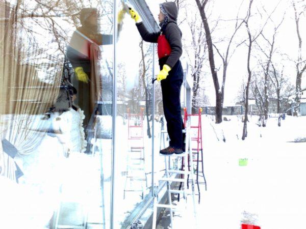 Как отмыть окна зимой, пошаговые советы