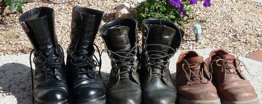 Как заклеить подошву обуви в домашних условиях, если она лопнула