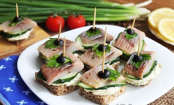 Бутерброды с сельдью на праздничный стол: рецепты с фото пошагово