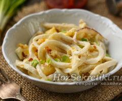 Самый простой и вкусный салат из кальмаров с яйцом