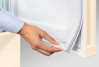 Как поменять уплотнительную резинку на двери холодильника в домашних условиях: причины поломки, этапы замены