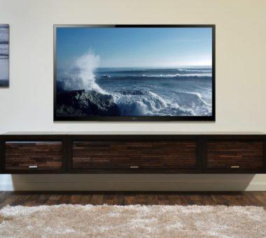На какой высоте вешать телевизор на стену: полезные советы