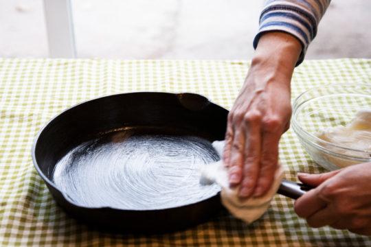 уход за чугунной сковородой