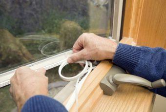Чем можно заклеить окна на зиму, чтобы не дуло