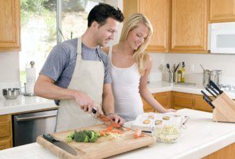 Как заставить мужа помогать вам по дому: советы