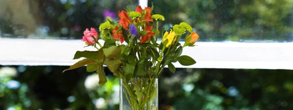 9 советов, чтобы цветы в вазе стояли дольше