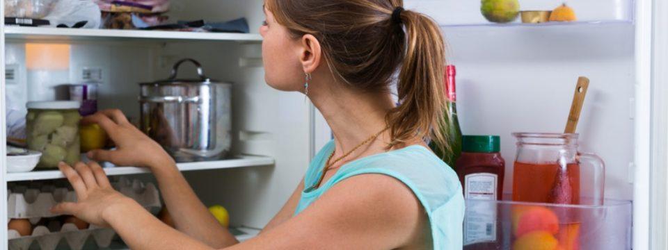 Как легко и просто устранить запах в холодильнике?
