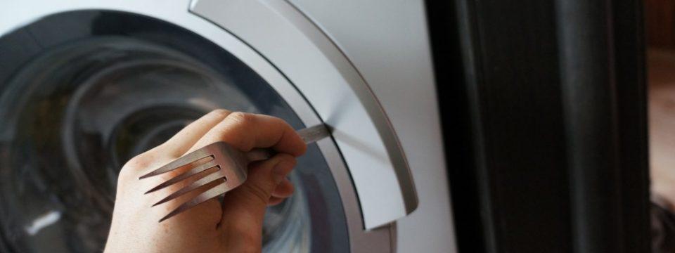 Не открывается стиральная машина после стирки: что делать
