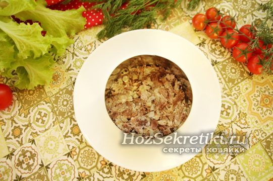 слой мяса с луком