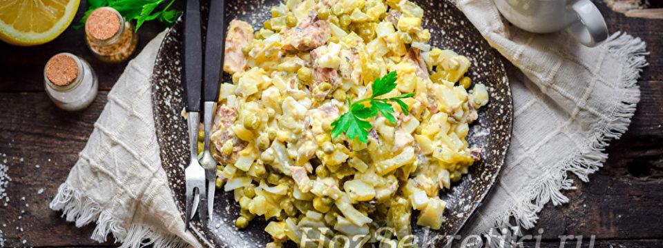 Простой и сытный салат со скумбрией