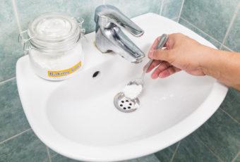 Почему пахнет канализацией в ванной: причины, эффективные методы устранения