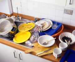 Почему нельзя оставлять грязную посуду в раковине надолго