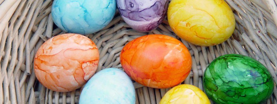 5 красивых способа покрасить пасхальные яйца (фото)