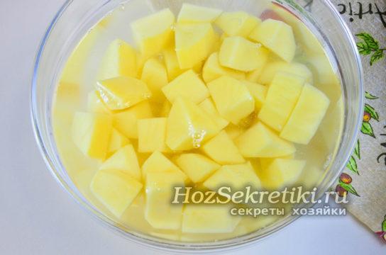 залить картошку водой