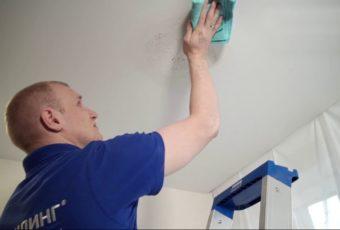 Как почистить натяжной потолок