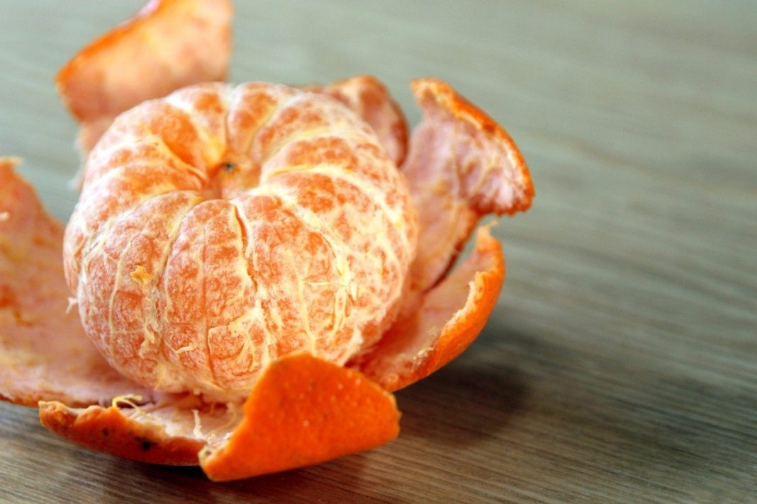 мандарины легко очищаются