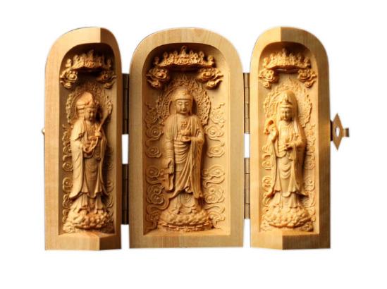 Три изогнутые статуэтки Будды
