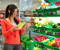 Онкология по акции! Какие дешевые продукты в магазине опасно покупать