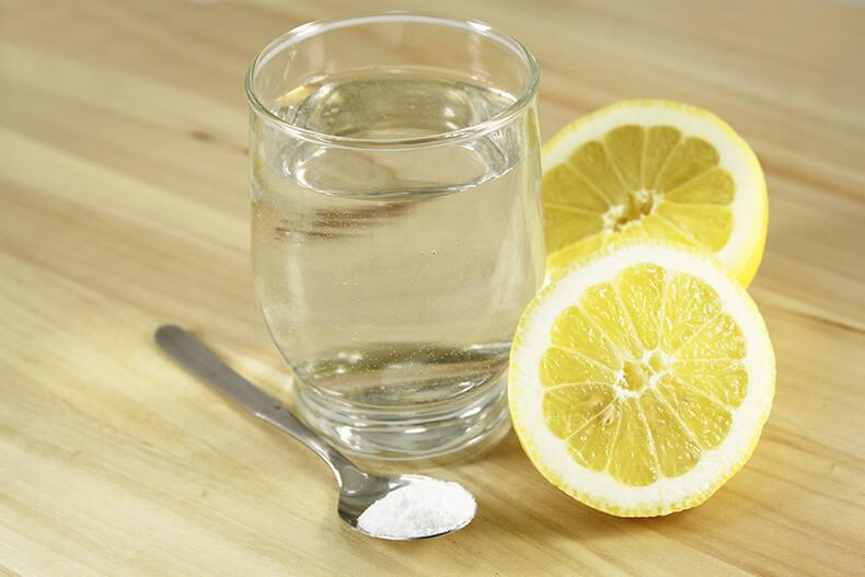 Лимон и соль с водой