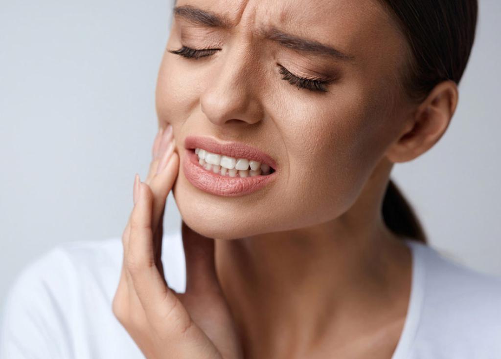 Боли в зубах и по нижней части челюсти