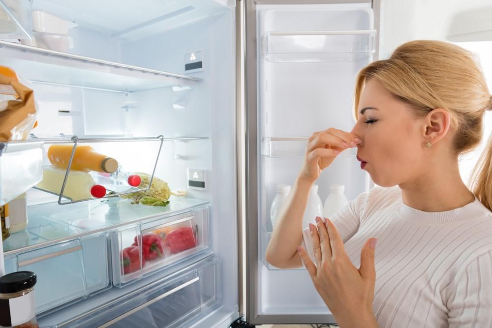 Неприятный запах в микроволновке или холодильнике
