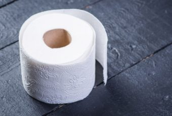 Можно ли бросать в унитаз туалетную бумагу