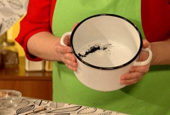 Как эффективно отмыть эмалированную кастрюлю