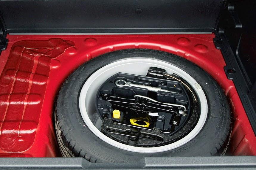 Запасное колесо, домкрат и набор инструментов